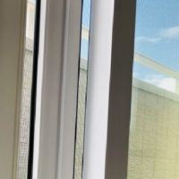 窓の虫除けのやり方!部屋に入る虫を防ぐ窓ガラスへの対策グッズ