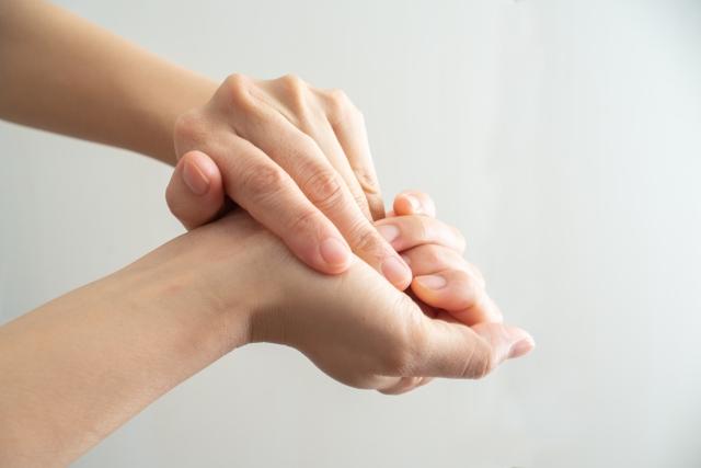 爪の周りの乾燥