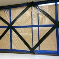台風の窓ガラスの対策!ガムテープやダンボールで簡単にできる方法